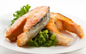fish_meat_plate_green_white_background_78319_3840x2400
