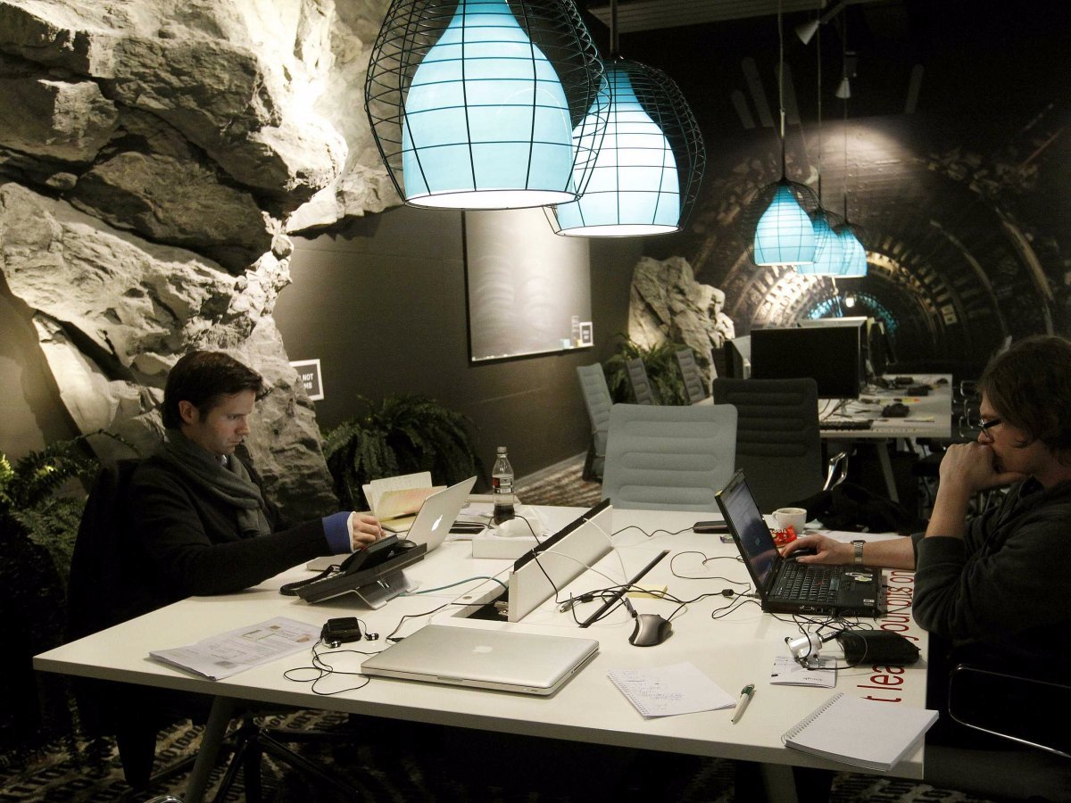 this-tunnel-like-meeting-room-in-zurich-looks-like-a-cool-and-mysterious-cavern--although-its-clearly-not-meant-for-the-claustrophobic
