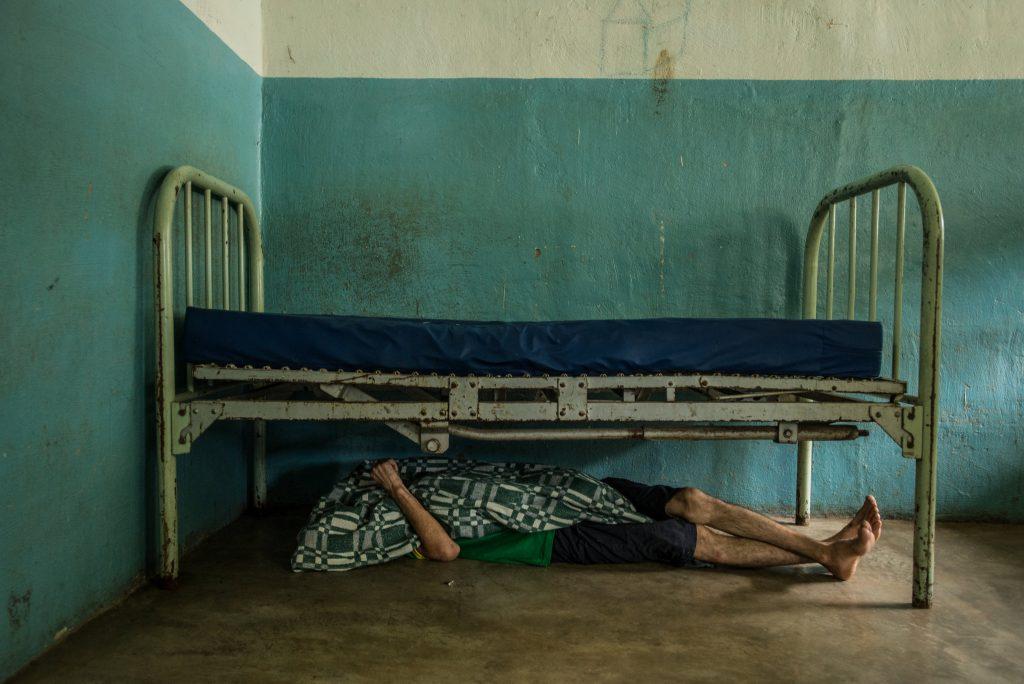 آفای مارتینز در حال استراحت. © Meridith Kohut for The New York Times