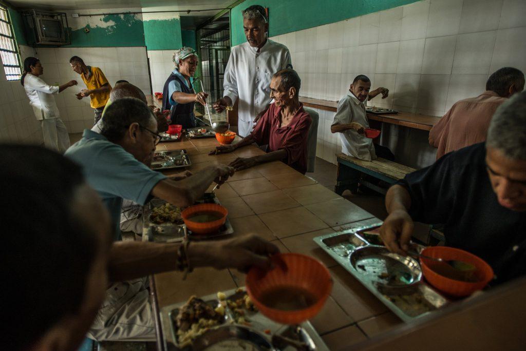 بیماران هیچگاه یک دل سیر غذا نمیخورند. © Meridith Kohut for The New York Times