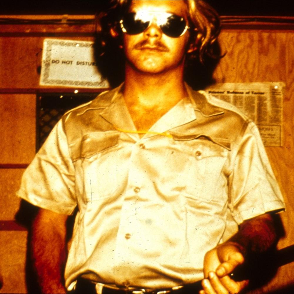 تصویری از یک نگهبان. منبع: PrisonExp