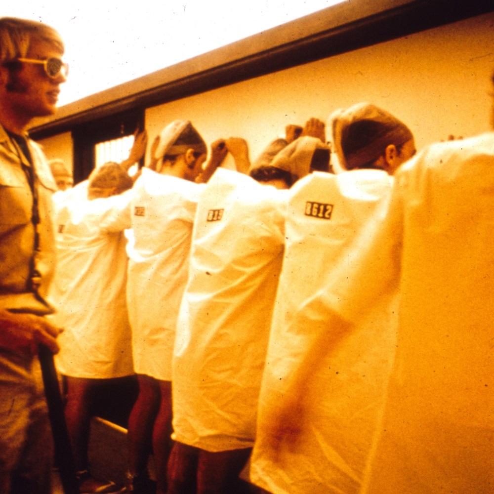 شمارش زندانیان چندین بار در هر شیفت (خصوصاً شبها) انجام میشد. منبع: PrisonExp