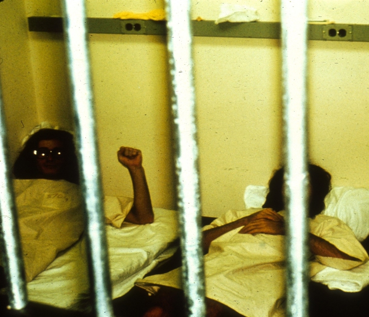 زندانیان در صبح روز آشوب. منبع: PrisonExp