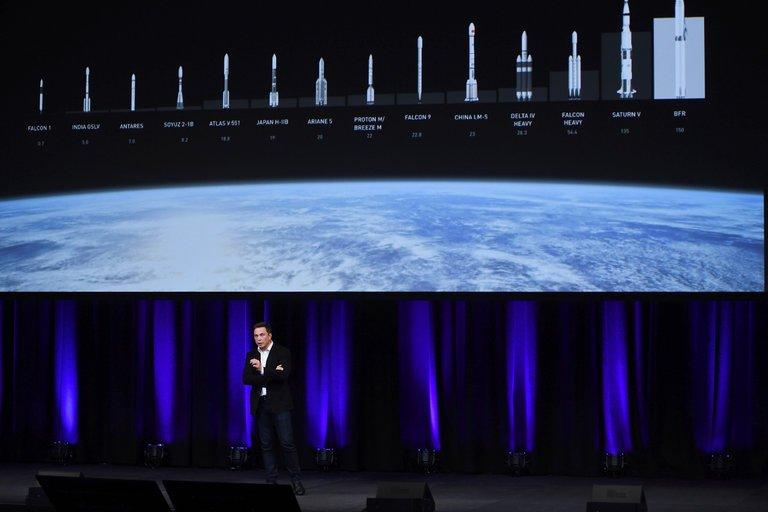 ایلان ماسک، مدیر اجرایی spaceX، در کنگرهی بینالمللی فضانوردی؛ ادلاید استرالیا