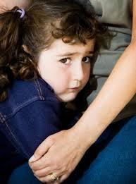 وضعیت گنگ و مبهم یک کودک در آغوش مادر